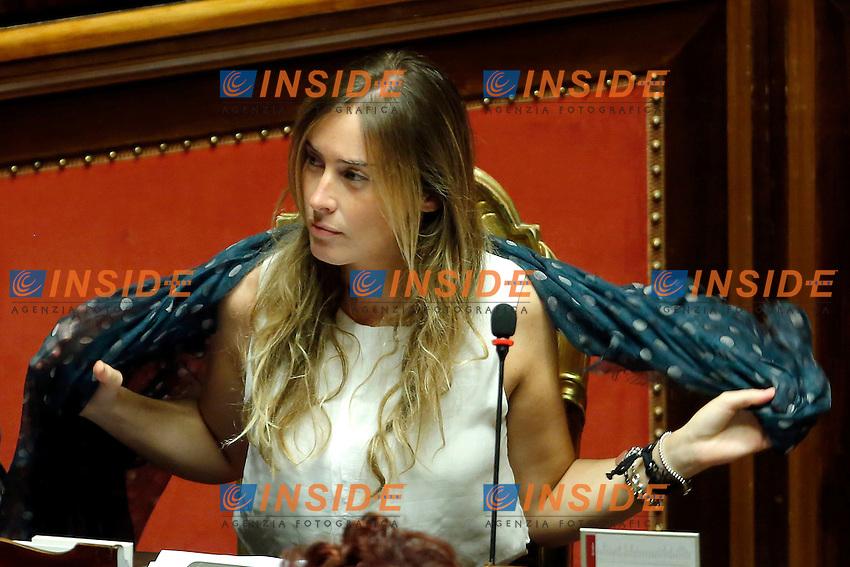 Maria Elena Boschi alle prese con il foulard<br /> Roma 17-09-2015 Senato. Discussione sul DDL Boschi, Riforma Costituzionale.<br /> Senate, discussion on Costitutional Reform<br /> Photo Samantha Zucchi Insidefoto
