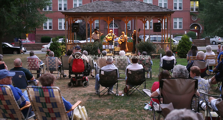 NAUGATUCK,  CT 09 August 2005 -080905BZ05-  Sommers Rosenthal Family Band performs on the green in Naugatuck Tuesday night.<br />  Jamison C. Bazinet Photo
