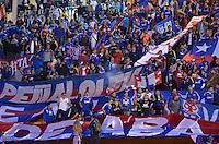 ATENÇÃO EDITOR: FOTO EMBARGADA PARA VEÍCULOS INTERNACIONAIS - SÃO PAULO, SP, 26 DE SETEMBRO DE 2012 - FINAL DA RECOPA SULAMERICANA - SANTOS x UNIVERSIDAD DE CHILE: Torcedores do Universidad de Chile antes da partida Santos x Universidad de Chile, válida final da Recopa Sulamericana no Estádio do Pacaembú em São Paulo. FOTO: LEVI BIANCO - BRAZIL PHOTO PRESS