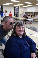 USA, Iowa, Dubuque, food distribution for homeless people / Verteilung von Essen an Obdachlose, Obdachlose Helen, Nachkomme deutscher Auswanderer