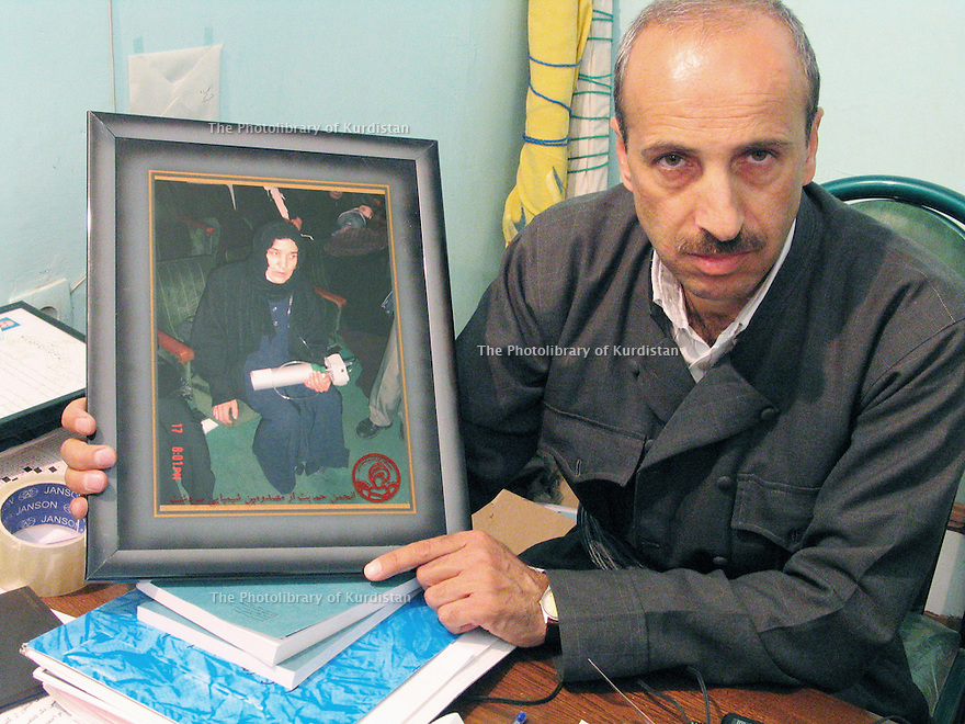 Iran 2004.A Sardacht, ville bombardée chimiquement par les Irakiens le 28 juin 1987, témoignages des habitants: Un homme montre le portrait de sa femme morte des suites du bombardement.Iran 2004.In Sardacht, Kurdish town, bombed with chemical weapons by the Iraqis on June 28, 1987 the victims' testimonies: portrait of a woman , victim of the bombing