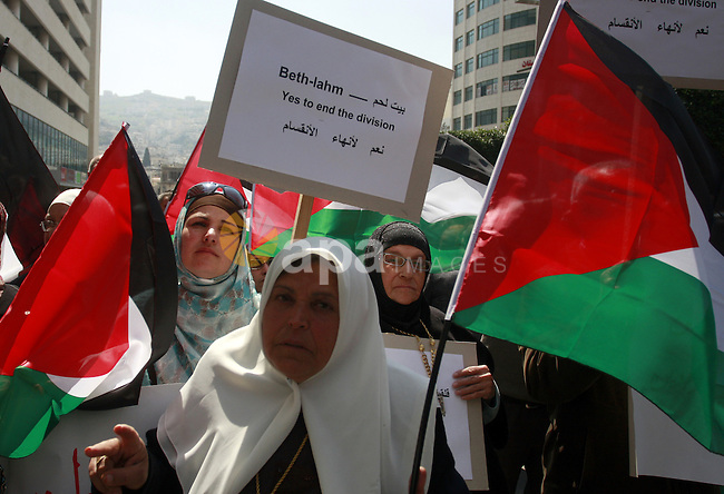 Demonstrators from the Palestinian factions participating in demonstration to end the division and are demanding a national unity in the West Bank city of Nablus, Mar. 22, 2012 .Photo by Wagdi Eshtayah