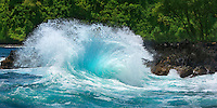 A southern swell in early summer provoked hugh waves on the shore of the Kenae Peninsula, Maui.<br />