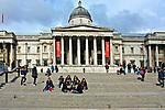 Londyn, 2009-03-05. Budynek Galerii Narodowej (National Gallery) na Trafalgar Square