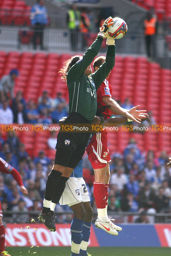 Tommy Lee of Chesterfield and Paul Benson of Swindon Town -  Chesterfield vs Swindon Town - at the Wembley National Stadium - 25/03/12 - MANDATORY CREDIT: Dave Simpson/TGSPHOTO - Self billing applies where appropriate - 0845 094 6026 - contact@tgsphoto.co.uk - NO UNPAID USE.