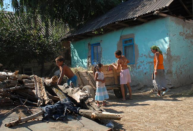 """ROMANIA, Tulcea, Viitorului Street, 2010/08/24.Half of the Roma families living in the district of Tulcea Viitorului, bordering the former industrial conglomerate, lives in France. This area is one of the poorest in the city without running water and sometimes no electricity. The street of """"future"""" is always paved. The families live mainly social benefits and hope all from one day to join Roma in Saint-Denis France). Here, a view inside a house.Families who have never been in France, are the poorest in the neighborhood..© Bruno Cogez..Roumanie, Tulcea, quartier de Viitorului, 24/08/2010.La moitié des familles roms vivant dans le quartier Viitorului de Tulcea, en bordure de l'ancien combinat industriel, vit en France. Ce quartier est un des plus pauvre de la ville, sans eau courante et parfois sans électricité. Les familles vivent principalement des allocations sociales et espèrent toutes partir un jour rejoindre les Roms de Saint-Denis. Les familles qui ne sont jamais allées en France sont les plus pauvres du quartier..© Bruno Cogez"""