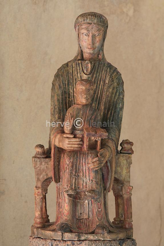 France, Cantal (15), Molompize, chapelle Notre-Dame-de-Vauclair au bord de l'Alagnon, statue de Notre-Dame-de-Vauclair copie ancienne, l'original se trouve dans l'église de Molompize // France, Cantal (15), Molompize, chapel Notre-Dame-de-Vauclair beside Alagnon, Statue of Notre-Dame-de-Vauclair copies ancient, the original is in the church of Molompize