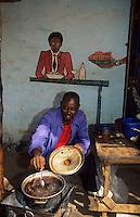 Afrique/Afrique de l'Ouest/Sénégal/Basse-Casamance/Ziguinchor : Petit restaurant