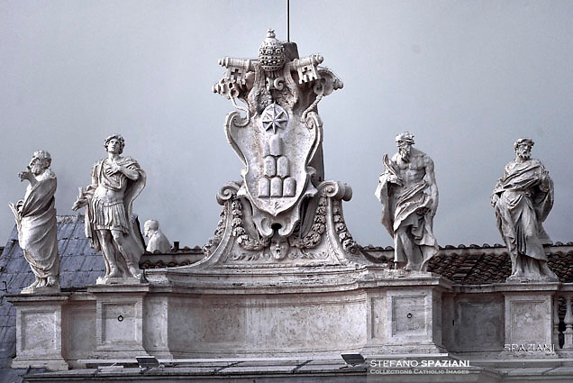 Coat of arms of Pope Alexander VII and statues of the Saints on Bernini's Colonnade in Saint Peter's Square, Vatican City,<br /> Pope Francis during of a weekly general audience at St Peter's square in Vatican. on August 31, 2016