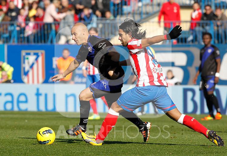 Madrid (04/12/2011).- Estadio Vicente Calderon..LIGA BBVA 15ª Jornada.Atletico de Madrid - Rayo Vallecano..Movilla, Falcao.......