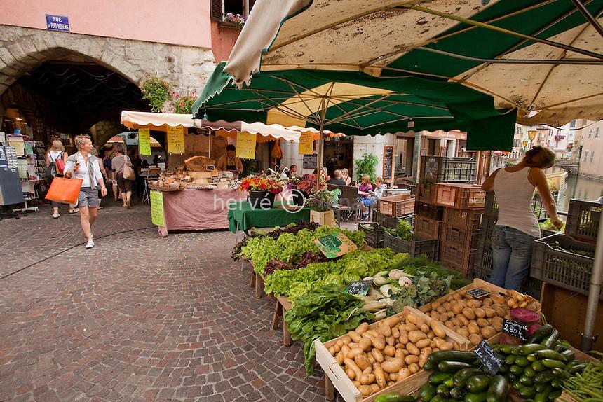 France, Haute-Savoie (74), Anneçy, jour de marché dans la vieille-ville // France, Haute-Savoie, Anneçy, market day in the old city