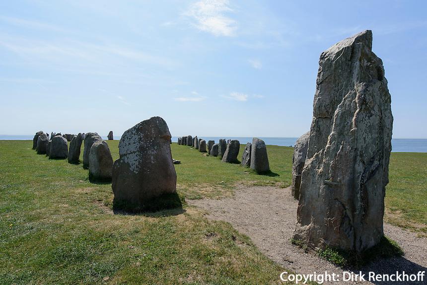 Steinsetzung Ales Stenar bei K&aring;seberga, Provinz Sk&aring;ne (Schonen), Schweden, Europa<br /> stone setting Ales Stenar near K&aring;seberga, province Sk&aring;ne, Sweden