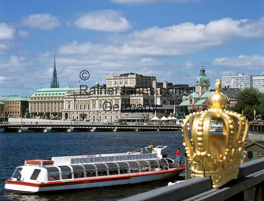 Sweden, Stockholm: view from Skeppsholms Bridge towards centre with Opera House | Schweden, Stockholm: Blick von Skeppsholms-Bruecke auf die Innenstadt mit dem Opernhaus