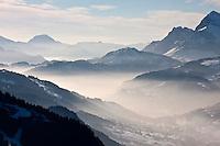 Europe/France/Rhône-Alpes/74/Haute-Savoie/Megève:  Vu sur les Alpes et la vallée depuis la terrasse du  Chalet d'altitude, restaurant: L'Idéal  1850 au sommet du Mont d'Arbois
