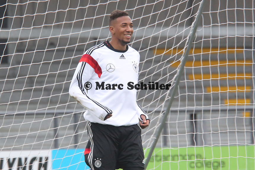 "Jerome Boateng (D) trainiert am Ende des Trainings als Not-Torwart - Training der Nationalmannschaft in ""The Hive"" vom Barnet FC"