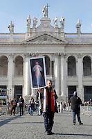 Fedeli escono dalla basilica di San Giovanni dopo la messa<br /> Faithful getting out the Basilic after the mass<br /> Roma 13-12-2015 Basilica di San Giovanni in Laterano. Apertura della Porta Santa.<br /> St John Lateran, opening of the second Holy Door.<br /> Photo Samantha Zucchi Insidefoto