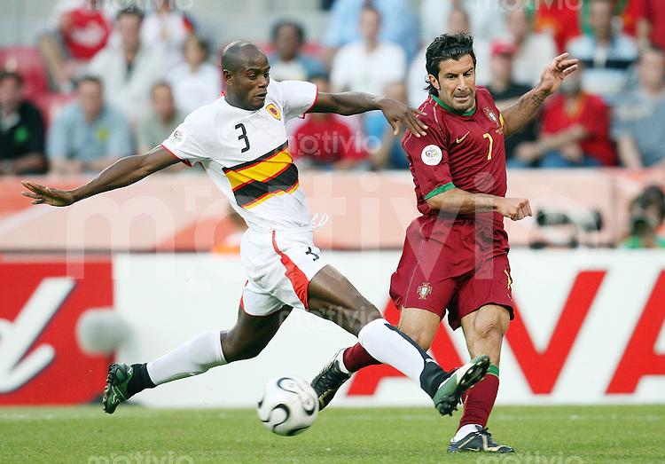 Fussball   WM 2006   Gruppenspiel Vorrunde   Angola - Portugal Luis FIGO (re, POR) gegen JAMBA (li, ANG)