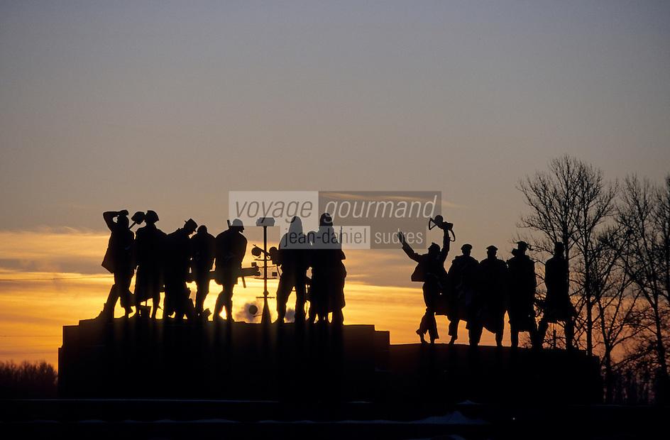 Europe-Asie/Russie/Saint-Petersbourg: Monument à la victoire - Les mères du siège de Léningrad