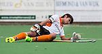 BLOEMENDAAL - Rizwan van OZ raakt geblesseerd tijdens de hoofdklasse competitiewedstrijd tussen de mannen van Bloemendaal en Oranje Zwart (3-4). COPYRIGHT KOEN SUYK
