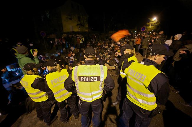 Etwa 120 Rechtsradikale von der NPD und deren Sympathiesanten marschierte am Freitag den 9. November 2012 in Wolgast auf, um gegen ein Fluechtlingsheim zu protestieren. Der Aufmarsch kam wegen Sitzblockaden von Anwohnern und antifaschistischen Gruppen nur ca. 2 Kilometer weit und wurde abgebrochen.<br /> An den Sitzblockaden kam es vereinzelt zu Rangeleien zwischen Blockieren und Polizei.<br /> 9.11.2012, Berlin<br /> Copyright: Christian-Ditsch.de<br /> [Inhaltsveraendernde Manipulation des Fotos nur nach ausdruecklicher Genehmigung des Fotografen. Vereinbarungen ueber Abtretung von Persoenlichkeitsrechten/Model Release der abgebildeten Person/Personen liegen nicht vor. NO MODEL RELEASE! Nur fuer Redaktionelle Zwecke. Don't publish without copyright Christian-Ditsch.de, Veroeffentlichung nur mit Fotografennennung, sowie gegen Honorar, MwSt. und Beleg. Konto: I N G - D i B a, IBAN DE58500105175400192269, BIC INGDDEFFXXX, Kontakt: post@christian-ditsch.de<br /> Bei der Bearbeitung der Dateiinformationen darf die Urheberkennzeichnung in den EXIF- und  IPTC-Daten nicht entfernt werden, diese sind in digitalen Medien nach &sect;95c UrhG rechtlich geschuetzt. Der Urhebervermerk wird gemaess &sect;13 UrhG verlangt.]