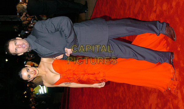 PENELOPE CRUZ & TOM CRUISE.The Last Samurai UK premiere, Odeon, Leicester Square.6 January 2004.long red dress.www.capitalpictures.com.sales@capitalpictures.com.©Capital Pictures