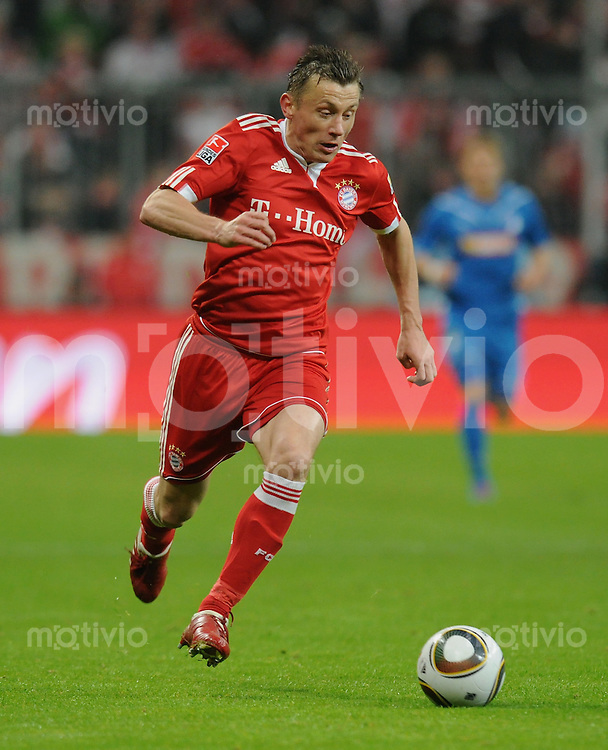 Fussball 1. Bundesliga   Saison   2009/2010  18. Spieltag  15.01.2010 FC Bayern Muenchen  - 1899 Hoffenheim Ivica OLIC  (FCB) am Ball