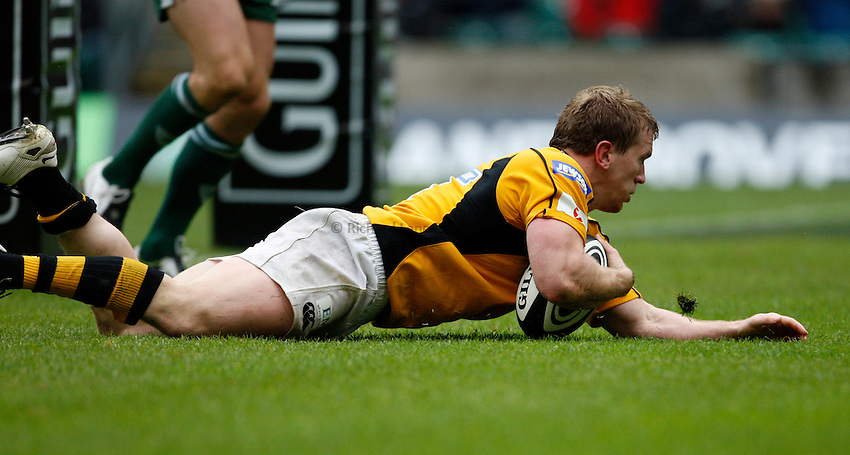 Photo: Richard Lane/Richard Lane Photography. London Irish v London Wasps. Guinness Premiership, London Double Header. 06/09/2008. Wasps' Tom Rees dives in for a try.