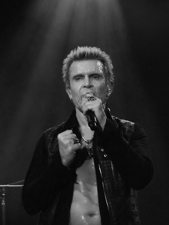 Billy Idol performing at Vicar Street Dublin 07-11-14. Photo: Colin Bell/pressphotos.ie
