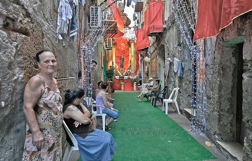 Celebration for the feast of Saint Rosalia in an alley in t Palermo<br />