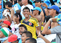 MONTERIA - COLOMBIA - 12-04-2015: Hinchas de Jaguares FC animan a su equipo durante partido entre Jaguares FC y Atlético Nacional por la fecha 15 de la Liga Aguila I 2015 jugado en el estadio Municipal de Monteria. / Followers of Jaguares FC greet their team during a match between Jaguares FC and Atletico Nacional for the  date 15 of the Liga Aguila I 2015 at the Municipal de Monteria Stadium in Monteria city, Photo: VizzorImage / Jose Perdomo / Cont.