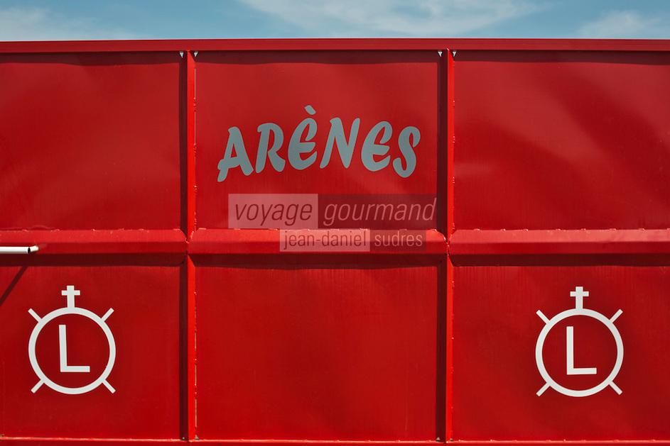 France/13/Bouches du Rhone/Camargue/Parc Naturel Régionnal de Camargue/Saintes Maries de la Mer: Détail arènes de la Manade des Baumelles. les marques de la manade
