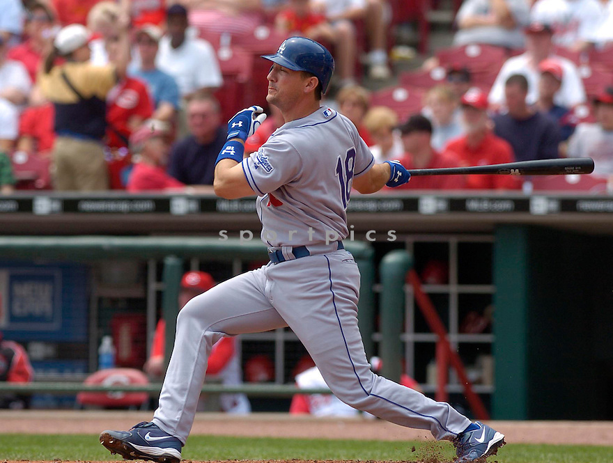 Paul Bako in action during the Los Angeles Dodgers v. Cincinnati Reds game on May 7, 2005.....Dodgers lost 3-11.....David Durochik / SportPics..