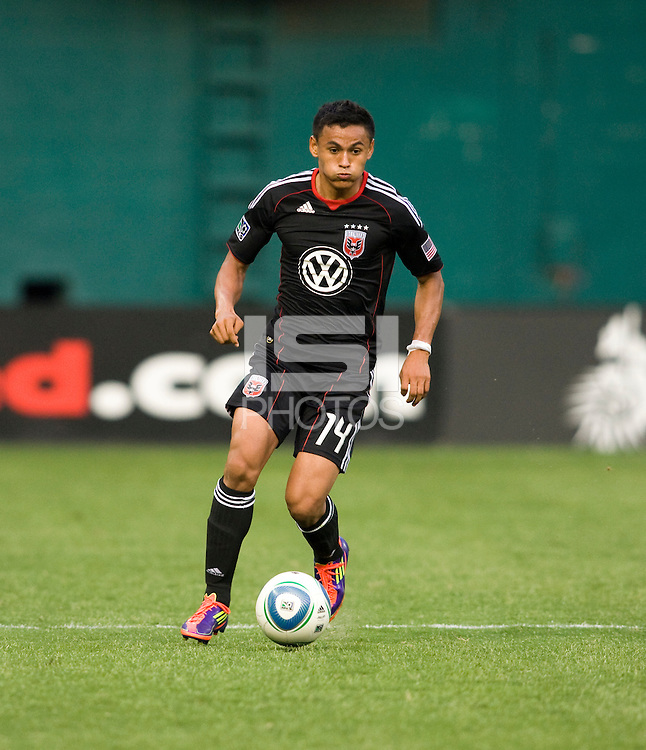Andy Najar (14) of D.C. United brings the ball upfield during the game at RFK Stadium in Washington, DC.  D.C. United was defeated by the San Jose Earthquakes, 4-2.