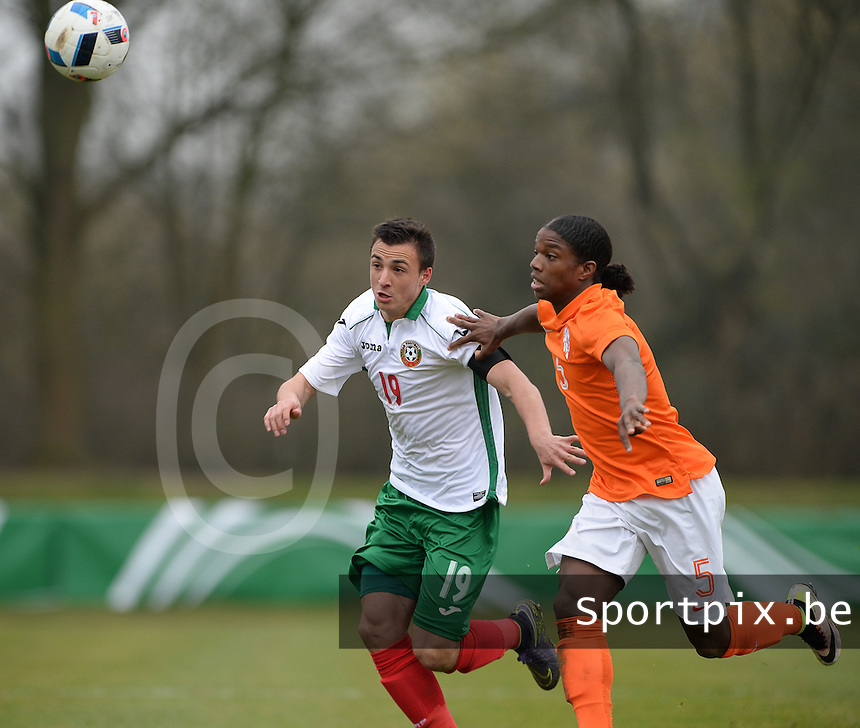 20160324 - Buderich , GERMANY : Dutch Tyrell Malacia (R) and Bulgarian Ivan Mitrev (L) pictured during the soccer match between the under 17 teams of The Netherlands and Bulgaria , on the first matchday in group 4 of the UEFA Under17 Elite rounds in Buderich , Germany. Thursday 24th March 2016 . PHOTO DAVID CATRY