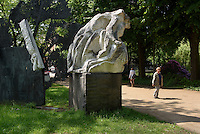 Mahnmal gegen den Krieg von Alfred Hrdlicka 1983 und 1986, Dammtordamm, Hamburg, Deutschland<br /> Memorial against war by Alfred Hrdlicka 1983 and 1986, Dammtordamm, Hamburg, Germany