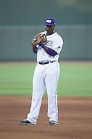 Winston-Salem Dash first baseman Keon Barnum (32) on defense against the Potomac Nationals at BB&T Ballpark on May 13, 2016 in Winston-Salem, North Carolina.  The Dash defeated the Nationals 5-4 in 11 innings.  (Brian Westerholt/Four Seam Images)