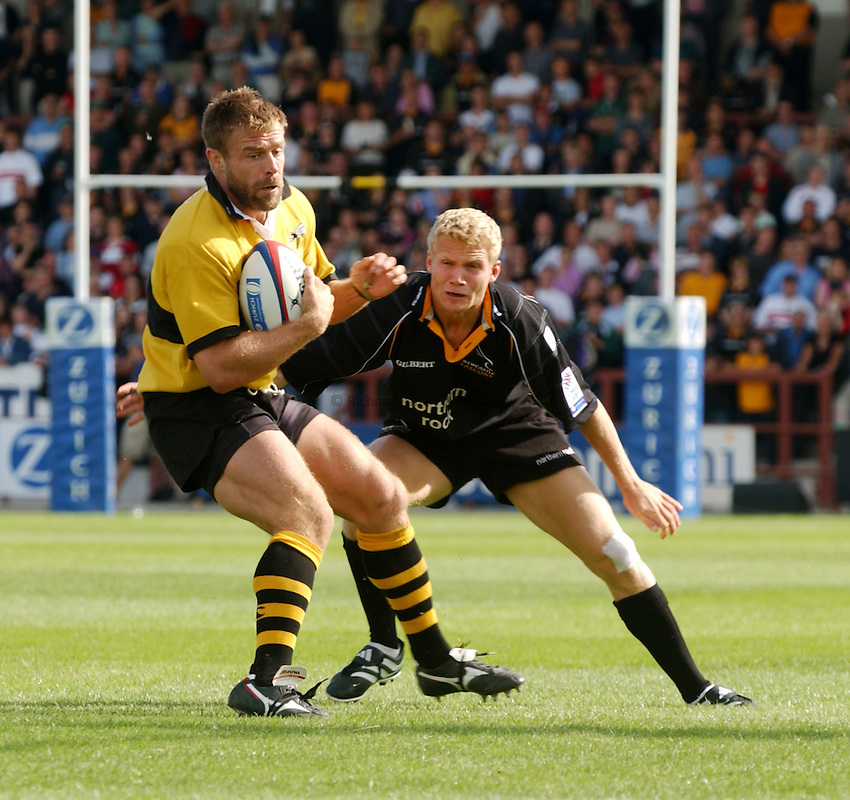 Photo. Jed Wee.Newcastle Falcons v London Wasps, Zurich Premiership, Kingston Park, Newcastle. 1-9-2002..Wasps' Paul Volley (L) and Newcastle's Michael Stephenson.