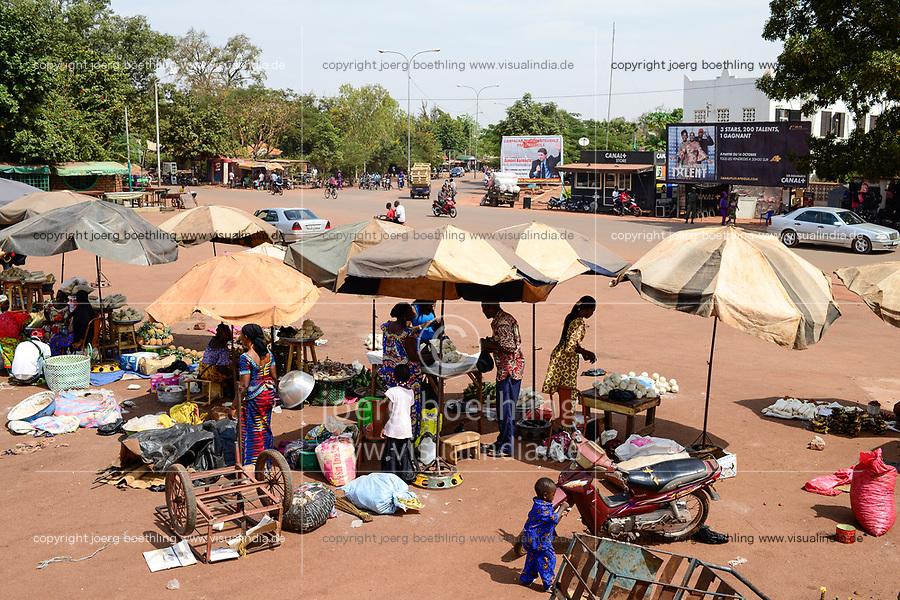 BURKINA FASO , Bobo Dioulasso, market infront of railway station