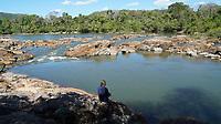 Cachoeiras e corredeiras são enfrentados, durante o período de seca, pelos habitantes de Môykárákô, <br /> <br /> © CHICO CARNEIRO / PANAMAZÔNICA