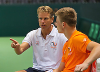 Switserland, Genève, September 16, 2015, Tennis,   Davis Cup, Switserland-Netherlands, Practise Dutch team, Captain Jan Siemerink prepares  rookie Tim van Rijthoven<br /> Photo: Tennisimages/Henk Koster
