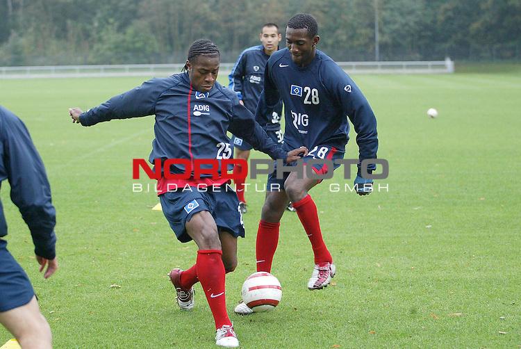 Bundesliga 2004/2005 -  Hamburger SV <br /> <br /> Training an der AOL-Arena<br /> <br /> Emile Mpenza kaempft mit Benjamin Collin um den Ball.<br /> <br /> Foto &copy; nordphoto - Anja Heinemann<br /> <br /> <br /> <br /> <br /> <br /> <br /> <br />  *** Local Caption *** Foto ist honorarpflichtig! zzgl. gesetzl. MwSt.<br /> <br /> Belegexemplar erforderlich<br /> <br /> Adresse: nordphoto<br /> <br /> Georg-Reinke-Strasse 1<br /> <br /> 49377 Vechta