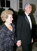 United States Senator John Danforth (Republican of Missouri) and his wife, Sally, arrive at the White House in Washington, DC for the State Dinner honoring President Carlos Menem of Argentina on Thursday, November 14, 1991.<br /> Credit: Ron Sachs / CNP