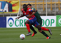 BOGOTA - COLOMBIA - 15 - 07 - 2017: Alejandro Mahecha (Der.) jugador de La Equidad disputa el balón con  Francisco Córdoba(Izq.) jugador de Deportivo Pasto, durante partido entre La Equidad y Deportivo Pasto,  por la fecha 2 de la Liga Aguila II-2017, jugado en el estadio Metropolitano de Techo de la ciudad de Bogota. / Alejandro Mahecha (R) player of La Equidad vies for the ball with Francisco Córdoba (L) player of Deportivo Pasto, during a match between La Equidad and Deportivo Pasto, for the  date 2nd of the Liga Aguila II-2017 at the Metropolitano de Techo Stadium in Bogota city, Photo: VizzorImage  /Felipe Caicedo / Staff.