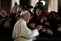 Papa Francesco saluta i fedeli dopo aver reso omaggio al Presepe in Piazza San Pietro. Città del Vaticano, 31 dicembre 2017.<br /> Pope Francis greets faithfuls after visiting the traditional Crib in St Peter's Square at the Vatican, on December 31, 2017.<br /> UPDATE IMAGES PRESS/Isabella Bonotto<br /> <br /> STRICTLY ONLY FOR EDITORIAL USE