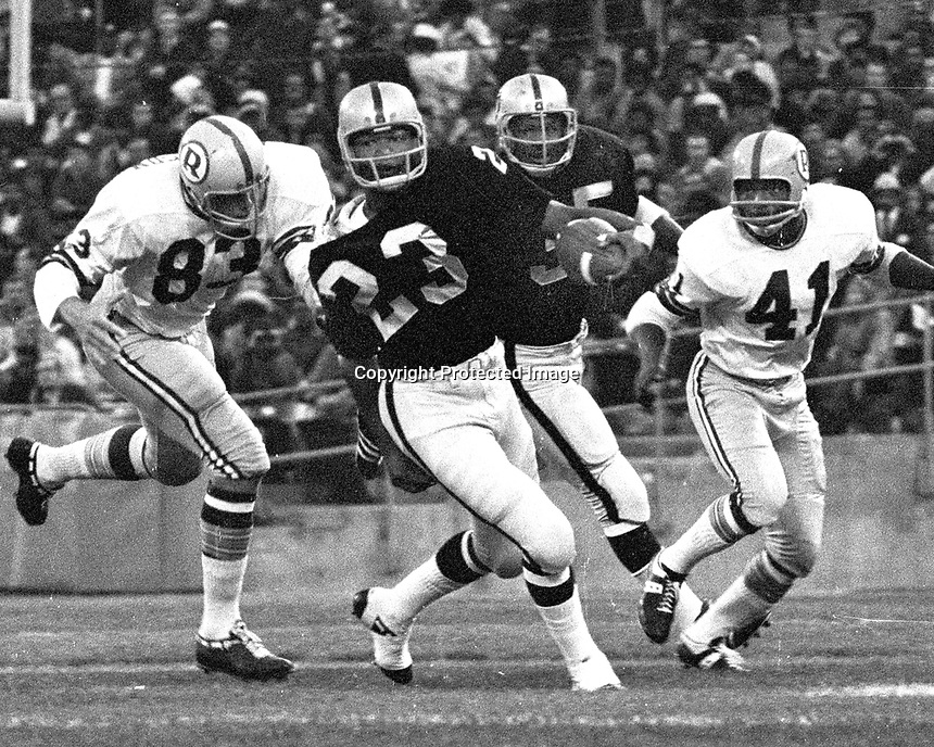 Raiders Charlie Smith runing against the Washington Redskins...(1970 photo/Ron Riesterer)