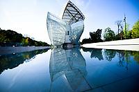 Vue generale  Exterieur avec reflet de la Fondation Louis Vuitton<br /> Parigi 16-10-2017 MoMa <br /> Esposizione Arte moderna <br /> Foto JB Autissier / Panoramic / Insidefoto