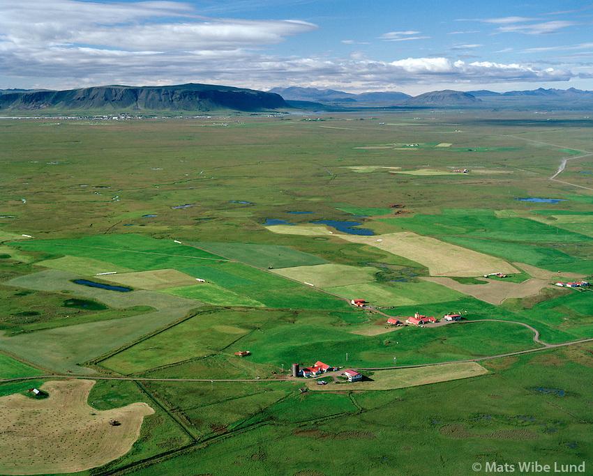 Syðri-Gengishólar og Hólshús séð til norðurs, Flóahreppur áður Gaulverjabæjarhreppur / Sydri-Gengisholar and Holshus viewing north, Floahreppur former Gaulverjabaejarhreppur.