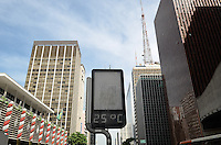 ATENCAO EDITOR: FOTO EMBARGADA PARA VEICULOS INTERNACIONAIS. SAO PAULO, SP, 03 DE DEZEMBRO DE 2012 - Capital vive manha de tempo aberto e temperaturas em elevacao nesta segunda feira, 03, regiao central. A maxima para hoje e de 30 graus. FOTO: ALEXANDRE MOREIRA - BRAZIL PHOTO PRESS.