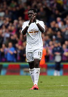 Pictured: Bafetimbi Gomis of Swansea thanks away supporters at the end of the game<br />