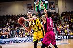 Adam WALESKOWSKI (#19 MHP Riesen Ludwigsburg) \Olivier HANLAN (#6 Telekom Baskets Bonn) \ beim Spiel in der Basketball Bundesliga, MHP Riesen Ludwigsburg - Telekom Baskets Bonn.<br /> <br /> Foto &copy; PIX-Sportfotos *** Foto ist honorarpflichtig! *** Auf Anfrage in hoeherer Qualitaet/Aufloesung. Belegexemplar erbeten. Veroeffentlichung ausschliesslich fuer journalistisch-publizistische Zwecke. For editorial use only.